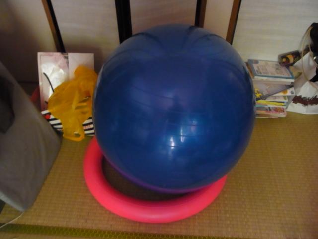 ダイエットや声量UPに効果のあるバランスボールを買ってみた