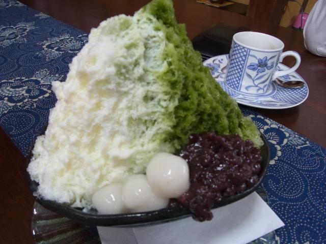 ニュースtenで紹介された富雄のカフェ『みやけ』のカキ氷を食べたよ