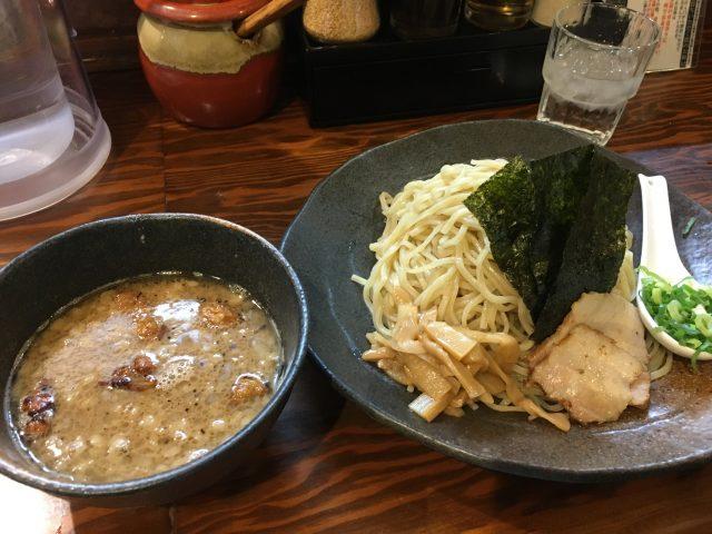 新宿にある『龍の家』で旨味のあるもつ付け麺を堪能【画像+感想】