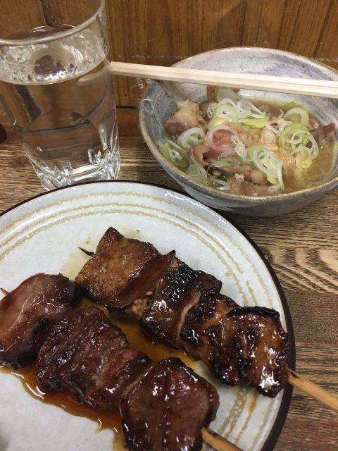 浜松町駅&大門駅近くにある「秋田屋」で地酒とホルモン串を堪能