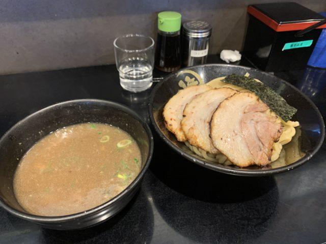 富雄のつけ麺屋『無心』で豚骨つけ麺+スペアリブ